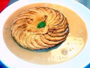 Fine tarte aux pommes et sa crème caramel