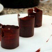 Tasse en chocolat, mousse légère coco