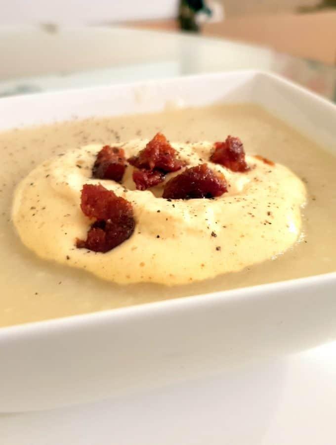 Velouté de Panais, mousse de curry et chorizo