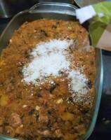 Disposer le tout dans un plat à four et parsemer de parmesan râpé.